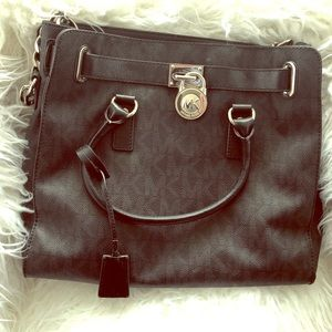 Michael Kors Logo Hamilton in Black